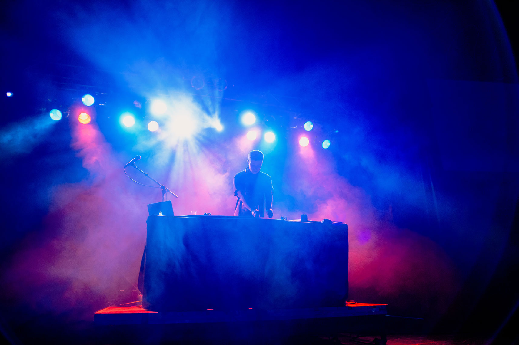 Rustie-performs-at-the-2013-Mountain-Oasis-Electronic-Music-Summit
